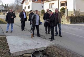 Ivanečki gradski čelnici i ravnatelj ŽUC-a u obilasku problematične ceste u Punikvama