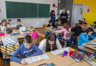 EU PROJEKT: Učenicima i mališanima podijeljene poučne brošurice o održivom gospodarenju otpadom
