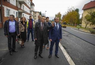 Ministar Štromar i predstavnici Grada Ivanca obišli radove na završnom asfaltiranju Ulice Lj. Gaja