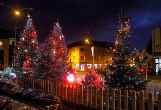 ADVENT U IVANCU (15. XII. – 6. I.) Uživajte na klizalištu od 250 m2 i u ponudi Božićnog sajma!