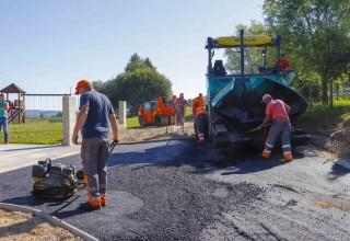Započelo asfaltiranje nerazvrstanih cesta na području grada Ivanca