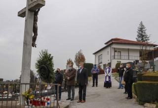 SVI SVETI  Položen vijenac kod središnjeg križa na gradskom groblju Ivanec
