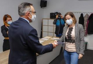 Gradonačelnik M. Batinić s novih 15 korisnika potpisao ugovore o dodjeli bespovratnih sredstava za poticanje rješavanje stambenog pitanja