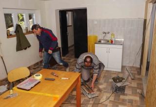 Članovi Udruge Peharček uređuju prostore za rad u društvenom domu u Knapiću – pomaže i Grad Ivanec