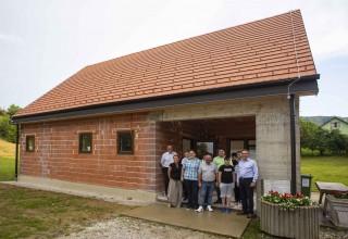 Nove fasade na društvene domove u Kaniži, Osečkoj, Škriljevcu i Vuglovcu-Gečkovcu, oprema u Stažnjevec i Punikve