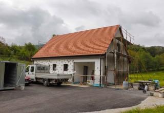 Počela je izvedba fasada na društvenim domovima u Kaniži, Vuglovcu-Gečkovcu, Škriljevcu i Osečkoj