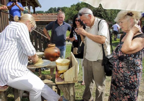 Javni poziv za očuvanje tradicijskih i umjetničkih obrta – javite se Projektnom uredu Ivanec