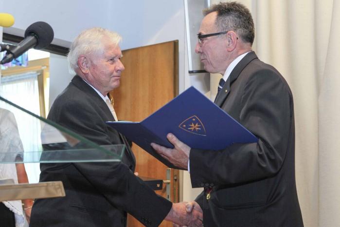 Održana je svečana sjednica Gradskog vijeća Ivanca u povodu Dana grada – Grb Grada Ivanca prof. Marijanu Krašu