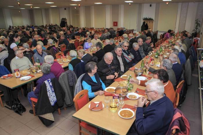 Grad Ivanec organizirao druženje 860 umirovljenika starijih od 76 godina