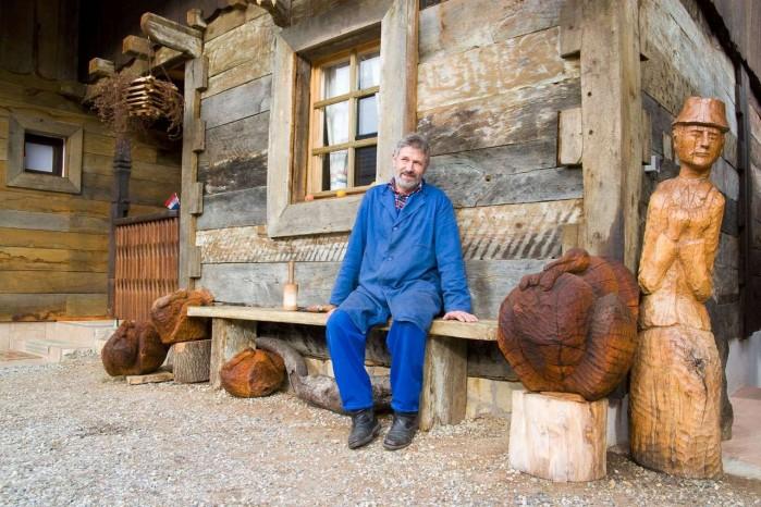 U petak, 25. svibnja, izložba skulptura Dragutina Jamnića u Muzeju planinarstva