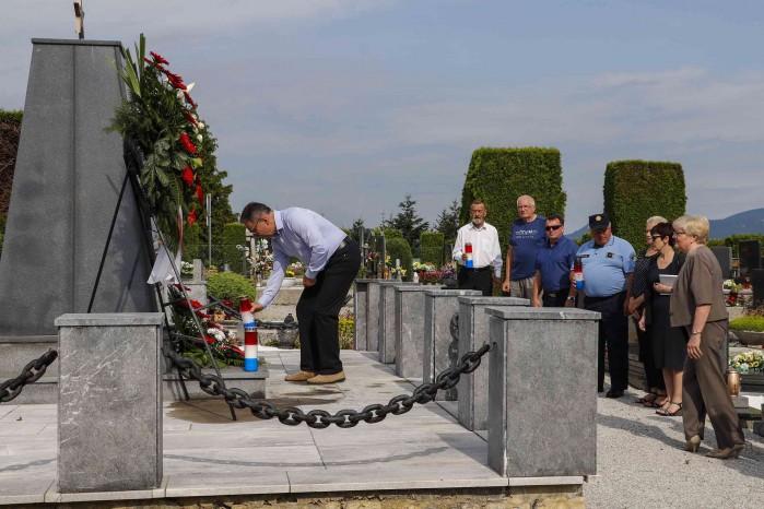 DAN ANTIFAŠISTIČKE BORBE  Položeno cvijeće na antifašistička spomen obilježja