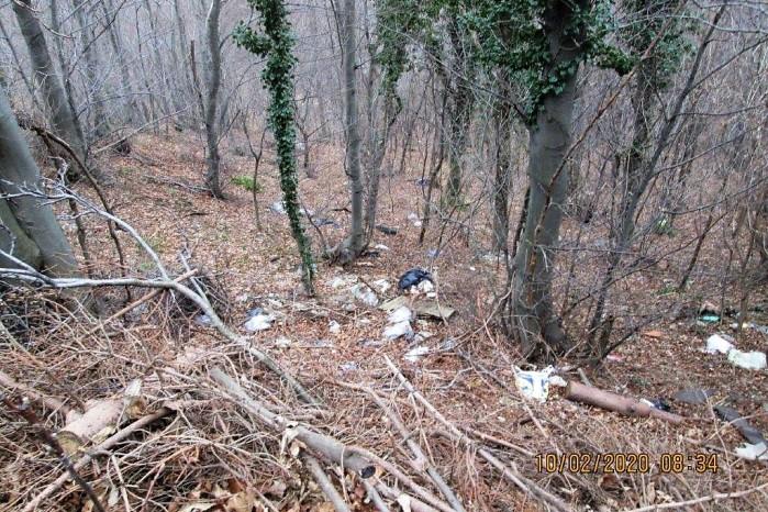 NEODGOVORNO Tko odlaže otpad u šumu uz nerazvrstanu cestu Prigorec – Vitešinec?