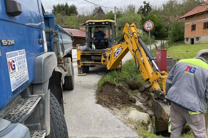 Počeli radovi na proširenju županijske ceste u naselju Osečka, radove financiraju ŽUC i Grad Ivanec