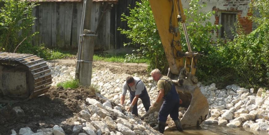 Sanirano je korito potoka Željeznice kod kapelice