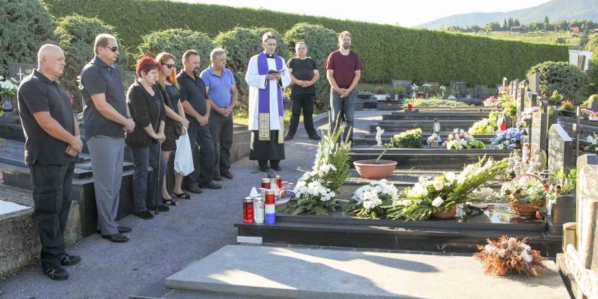 Odana je počast branitelju Romanu Ribiću, poginulom u Oluji