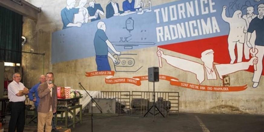 """U tvorničkoj hali Itasa Prvomajske otkriven mural """"Tvornice radnicima!"""" površine 80 četvornih metara"""