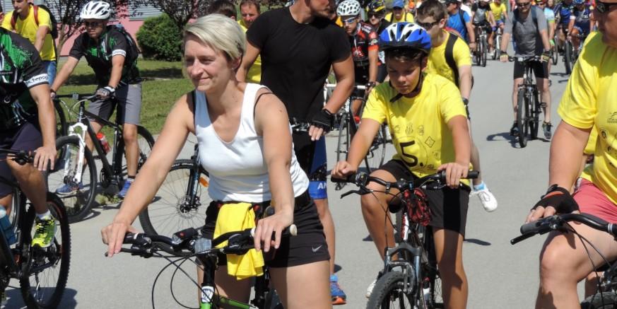 """Stotinjak sudionika bicikliralo 30 km dugom rutom na 5. biciklijadi """"Med skrajski bregi"""""""
