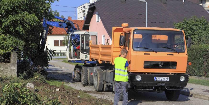 Počeli radovi na proširenju Gajeve ulice od raskrižja s Nazorovom u pravcu Srednje škole Ivanec