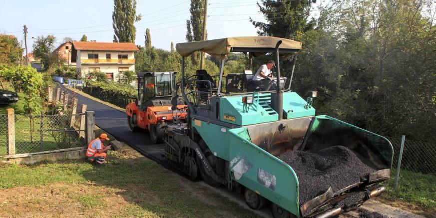 Asfaltirane dionice županijskih cesta u Punikvama i Stažnjevcu