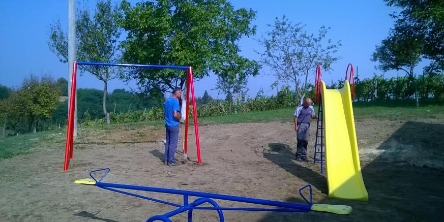 Postavljene sprave na dječjem igralištu u Osečkoj, sredstva osigurana iz županijske Zaklade Vita