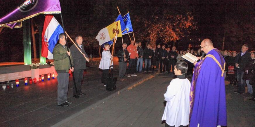 Mimohodom sjećanja Ivanec s dostojanstvom obilježio Dan sjećanja na Vukovar