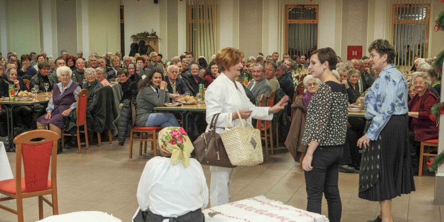 Grad Ivanec: Božićno druženje i poklon-paketi za 870 građana starijih od 76 godina