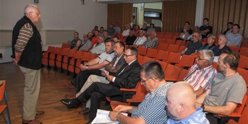 Na sastanku gradskog vodstva i stanara u Srednjoj školi: Svjetlovodna tehnologija ne zrači!