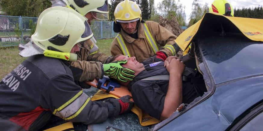 DVD Ivanec: Primjena nove opreme za spašavanje ozlijeđenih u prometnim nesrećama