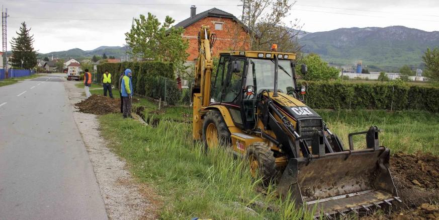 Uz županijsku cestu Ivanec – Jerovec počeli pripremni radovi za gradnju javne rasvjete