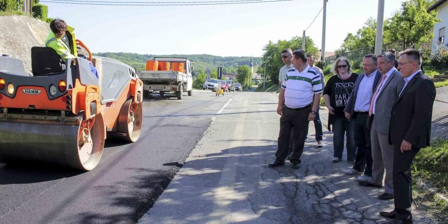 U tijeku asfaltiranje županijske ceste Radovan – Pece