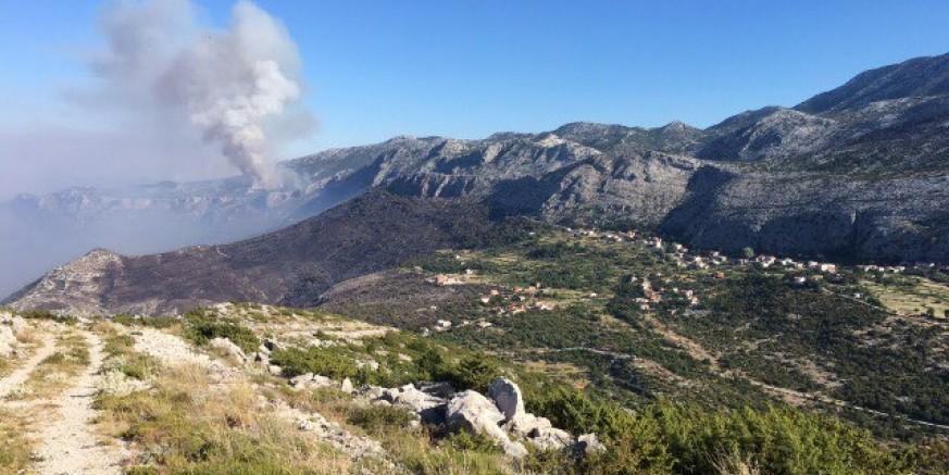 Hrabri vatrogasci s ivanečkog područja sudjeluju u gašenju požara kod Mosora