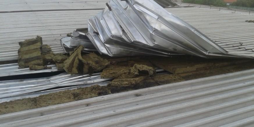 Olujno nevrijeme u Ivancu: Vjetar raskrio dio krova na Itasovoj hali