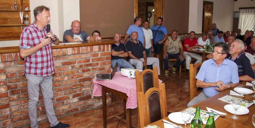 Iz donacije Zamaha: Masovan odaziv predavanju o preradi grožđa Udruge Peharček