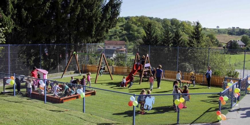 Grad Ivanec mališanima i djeci radovanskog kraja poklonio moderno igralište