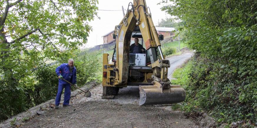 Privremena sanacija teško oštećene nerazvrstane ceste u Salinovcu