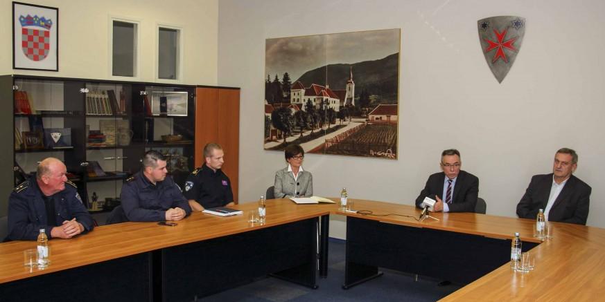 Prijam gradonačelnika M. Batinića za predstavnike VZ i svih šest DVD-ova – vatrogastvu dodatna sredstva