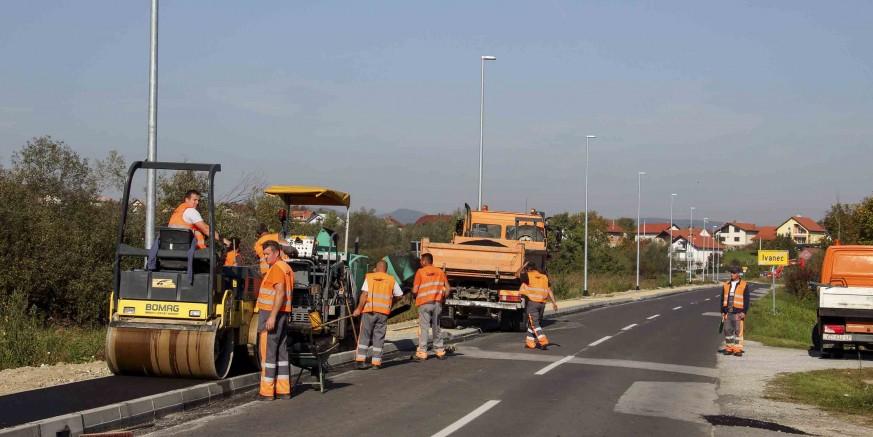 Počeli radovi na asfaltiranju nogostupa Ivanec – Jerovec