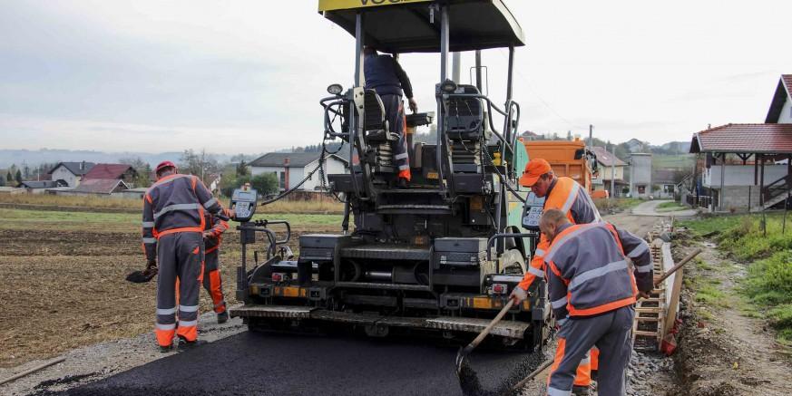 asfaltiranje-punikve-271017.jpg