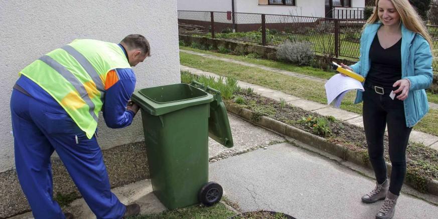 U Ivancu danas počelo čipiranje zelenih kanti za otpad (III.)