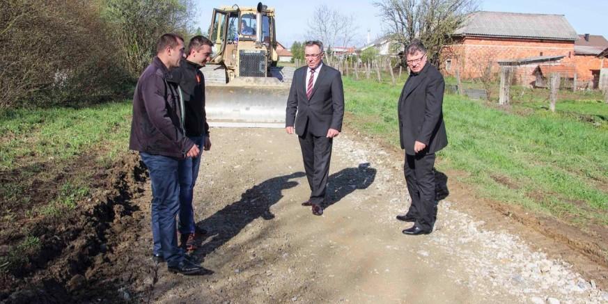Probijena nova spojna cesta Varaždinska ulica – Jezerski put, otvorena nova građevinska zona od 6.000 m2