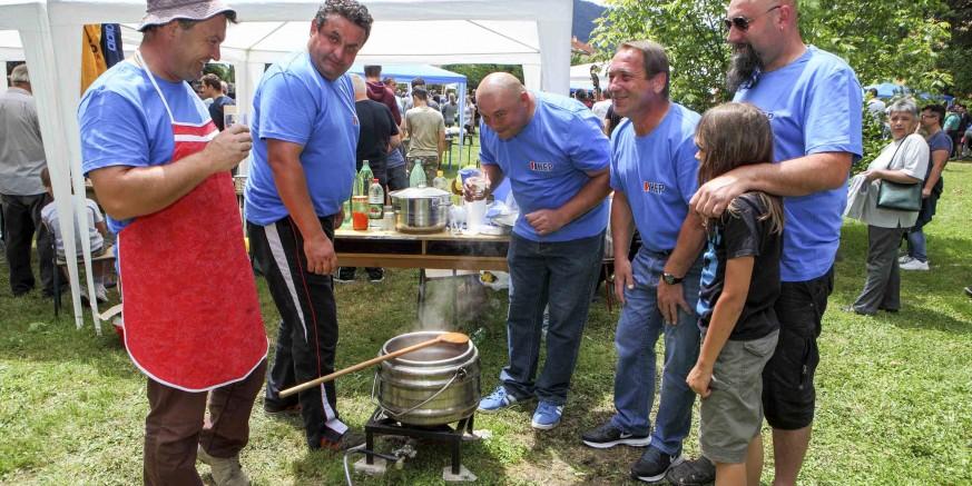 Rekordnih 30 ekipa na manifestaciji Ivanec kuha – prikupljeno 5.000 kuna za pomoć siromašnoj obitelji