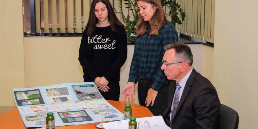 DJEČJI TJEDAN Gradonačelnik M. Batinić primio predstavnike Vijeća učenika OŠ Ivanec