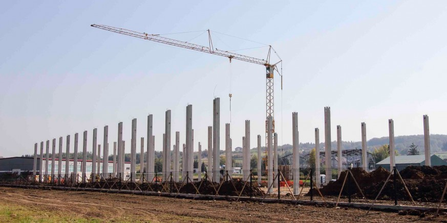 POSLOVNA ZONA Podiže se konstrukcija budućeg logističko – distributivnog centra Ivančice d.d. Ivanec