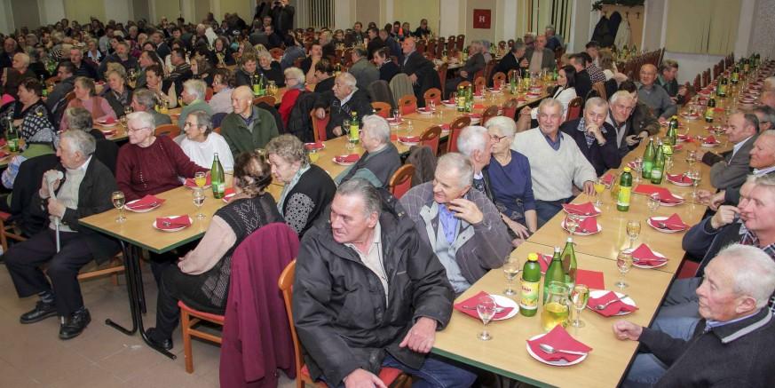 Grad Ivanec u utorak, 11. prosinca, priređuje božićno darivanje za 920 najstarijih građana