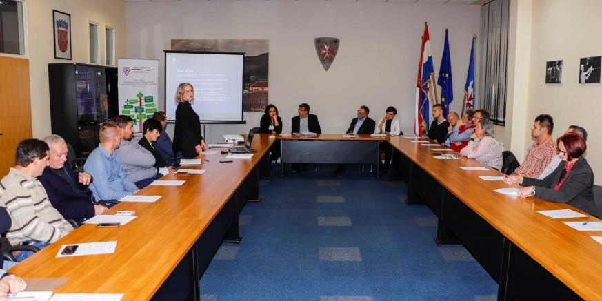 U prepunoj dvorani Gradske vijećnice održan sastanak Poslovnog kluba Ivanec