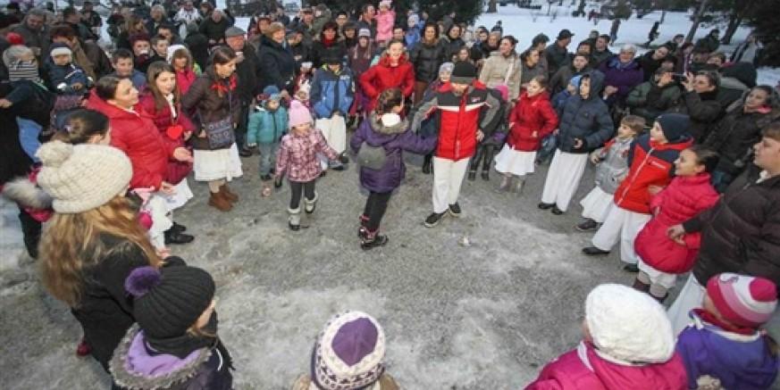 600 djece i roditelja na manifestaciji Zebice - tičeki se ženiju u ivanečkom gradskom parku