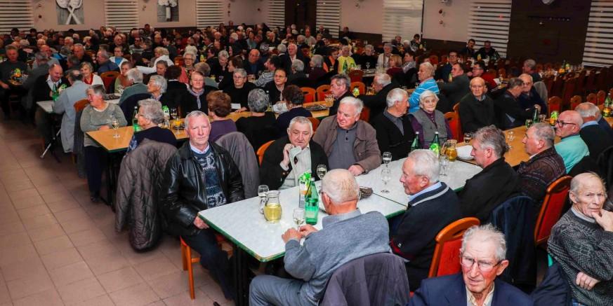 Grad Ivanec priredio tradicionalno božićno druženje i darivanje za najstarije sugrađane
