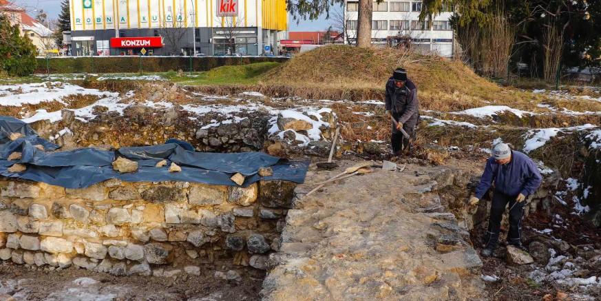 Saniraju se i konzerviraju temelji srednjovjekovne crkve na arheološkom lokalitetu Stari grad Ivanec