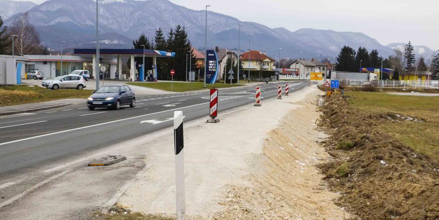 Gradi se 1,8 km nogostupa od Ivanca do Ivanečkog Naselja