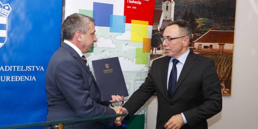 Stigao ugovor o dodjeli 526.500 kn iz EU fondova za obnovu društvenog doma Lančić-Knapić
